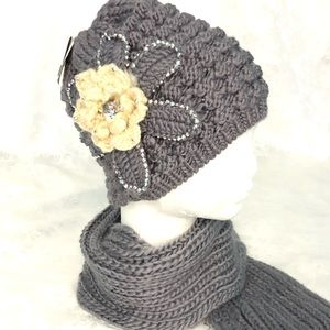 New! Grey and ivory beanie and scarf set